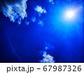 幻想的な青空と太陽 67987326