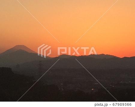 日野市南平地区から見た富士山の残照 67989366