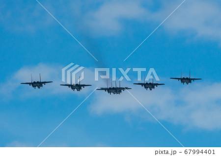 【シンガポール】独立記念日のF-15戦闘機のフォーメーション飛行 67994401