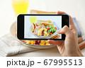 スマホ スマートフォン SNS映え 料理写真 67995513