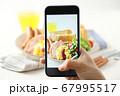 スマホ スマートフォン SNS映え 料理写真 67995517