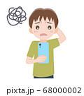スマホを見て困っている男の子 68000002