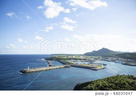 与那国島の日本最西端の地から見た島の風景 68035047