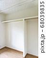 リフォーム 後 ウォークインクローゼット 収納 棚 マンション 白 床 材 木目 おしゃれ アフター 68039835