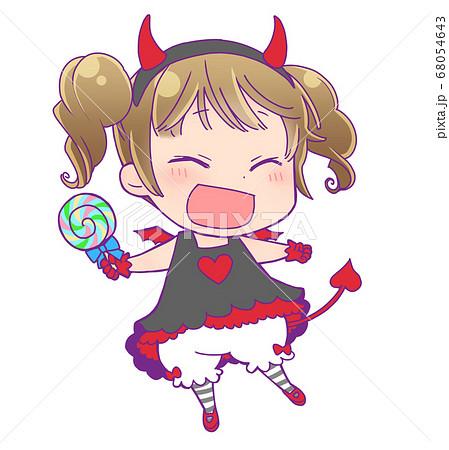 ペロペロキャンディを持っているハロウィン仮装の女の子_小悪魔 68054643