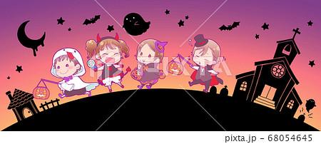 ハロウィン仮装の子供たち_夜 68054645