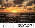 ヨットハーバーの夕焼け(ハワイ) 68078271
