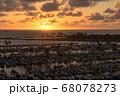 ヨットハーバーの夕焼け(ハワイ) 68078273