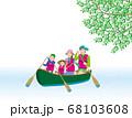 カヌーで川下りを愉しむ4人家族 68103608