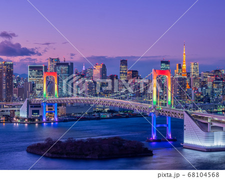 12月東京・お台場 レインボーブリッジのスペシャルライトアップ 68104568