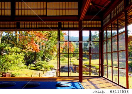 【京都】無鄰菴 母屋から眺める秋の庭園 68112658