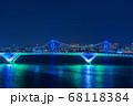 ライトアップされた豊洲大橋とレインボーブリッジ 68118384
