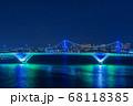 ライトアップされた豊洲大橋とレインボーブリッジ 68118385