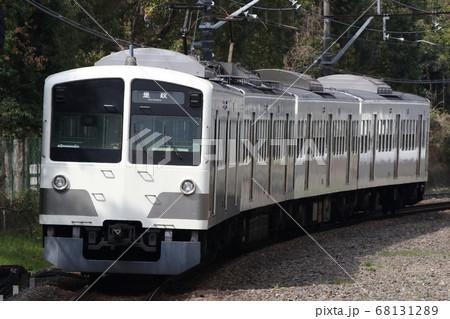 競艇場前駅を発車した西武多摩川線 白い新101系 68131289