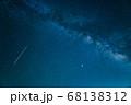 天の川と流れ星 星空 5月 日本 68138312