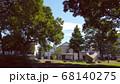 木陰と住宅 68140275