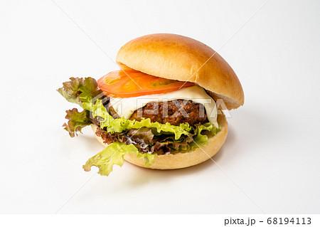 白バックのチーズバーガー 68194113