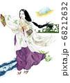 富士山が見える海辺で舞う巫女 68212632