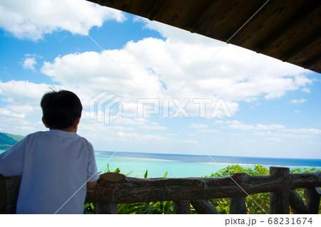 石垣島 玉取崎展望台からの景色と子供 68231674