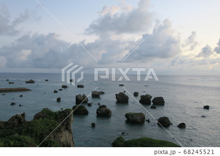 東平安名崎から日の出前壮大な眺望 68245521