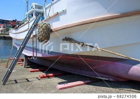 陸揚げされた漁船 68274506