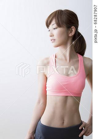 スポーツウェアの女性 68287907
