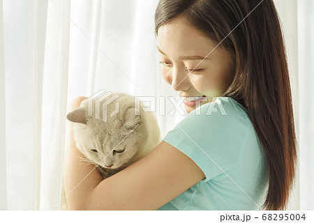 Women lifestyle pets 68295004