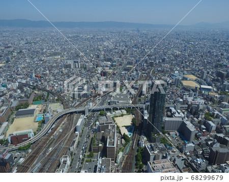 大阪のビル街天王寺から東方向全景 68299679