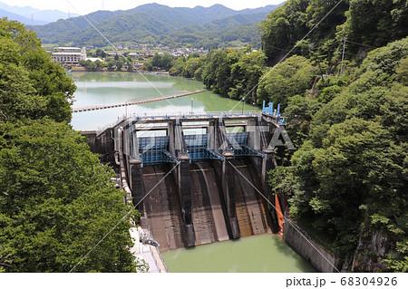 高遠ダムと高遠湖(長野県伊那市高遠町) 68304926