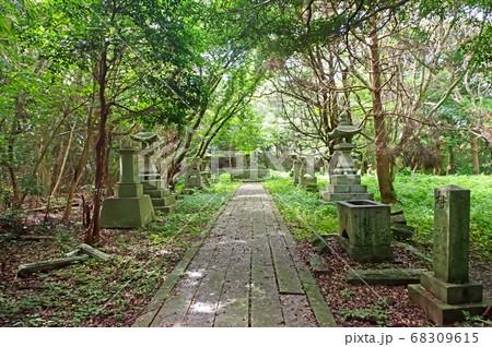 遠賀郡芦屋町狩尾岬の狩尾神社の境内 68309615
