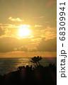 沖縄県離島での水平線と日の出 68309941