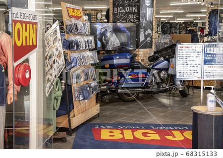 児島ジーンズストリートの人気店の入り口から見たところ 68315133