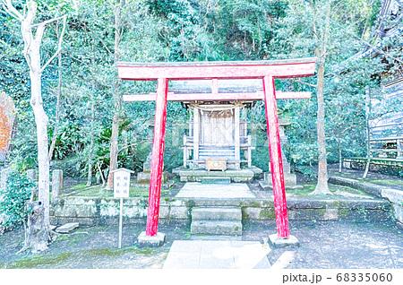 《江の島》江島神社の末社の稲荷社・秋葉社《色鉛筆》 68335060