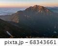 唐松岳から望む朝日に照らされる五竜岳 68343661