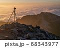 雲海撮影のカメラと三脚 68343977