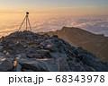 雲海撮影のカメラと三脚 68343978