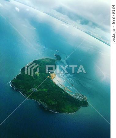 福岡の猫島で有名な相島は空から見るとハートの形 68379184