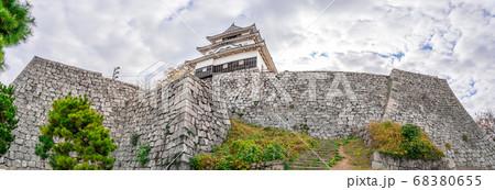 日本の100名城、大迫力の丸亀城扇の勾配(香川県丸亀市一番丁)※作品コメント欄に撮影位置 68380655