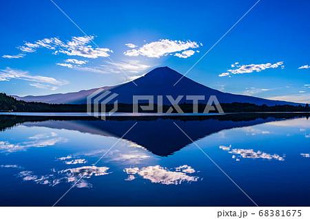 【静岡県】田貫湖から望む、ダブルダイヤモンド富士 68381675