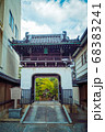 京都、善導寺の山門(竜宮門) 68383241