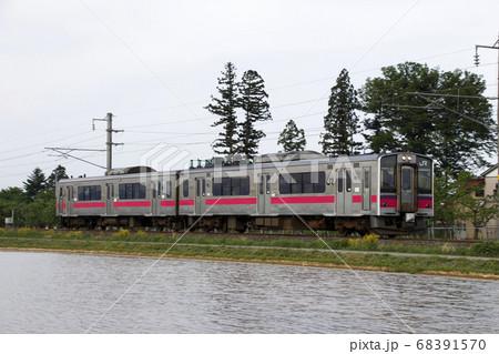 田園と奥羽本線701系(秋田⇔新庄) 68391570