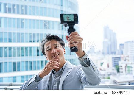 記念撮影 撮影 ムービー ユーチューバー ユーチューブ ブイブロガー 68399415