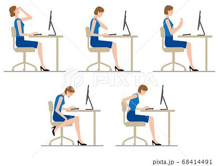 パソコンのデスクワークで疲労する女性 68414491