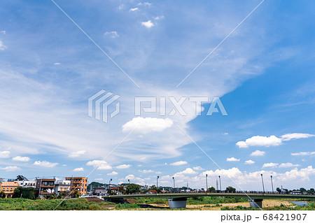 夏 雷雨前の風景 68421907