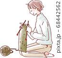 編み物をする女性 68442562