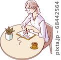 書き物をする女性 68442564