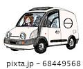 車に運転する女性 68449568