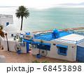 カルタゴ海岸の町、シディ・ブ・サイドのカフェ・シディ・シャバーン 68453898