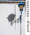 カルタゴ海岸の町、シディ・ブ・サイドの白壁の家 68453900