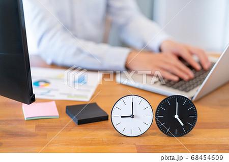 働き方改革 9時から5時までのイメージ 68454609